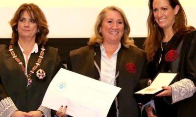 Isabel Pedrola rep la medalla de l'Il·lustre Col·legi de l'Advocacia de Barcelona